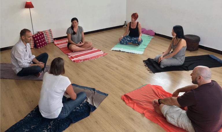 pratique de la sophrologie en groupe avec la relaxation dynamique