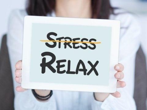 la sophrologie apprend à gérer le stress au travail, à se relaxer au bureau